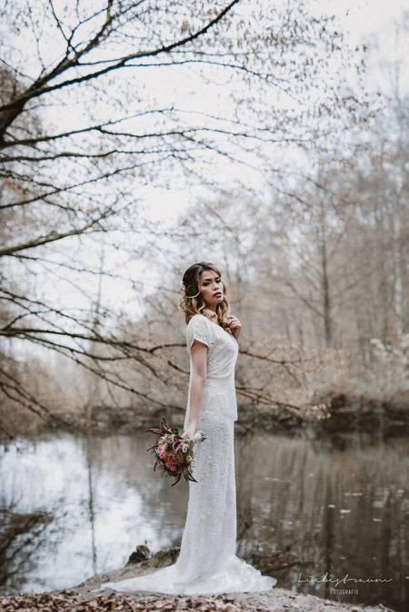 Schön Brautkleid Jakarta Fotos - Kleider und Blumen - babytop.info